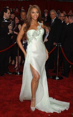 Beyoncé con un vestido de Armani Privé.