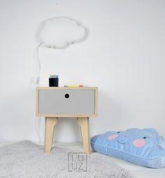 pokój dziecka - meble-stolik z szarą szufladą w stylu skandynawskim