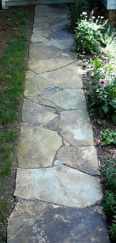 flagstone pathway Besides the idea of a front yard, backyard, and fence, walkway ideas are also essential to make your house looks pretty. A walkway is usually made to be a decorativ Backyard Walkway, Flagstone Walkway, Outdoor Walkway, Backyard Landscaping, Walkway Ideas, Stone Walkways, Patio Ideas, Patio Material Ideas, Backyard Ideas