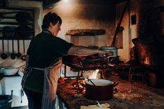 Graz – 27 Tipps & (kulinarische) Highlights für die Steiermark |Reisehappen Highlights, Restaurants, Painting, Viajes, Graz, Forts, Old Town, Tips, Painting Art