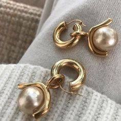 Leah, for you I chose a variety of classic Navajo silver pieces that can transit… - Pearl Jewelry Pearl Jewelry, Gold Jewelry, Jewelry Accessories, Fine Jewelry, Fashion Accessories, Women Jewelry, Fashion Jewelry, Pearl Earrings, Music Jewelry