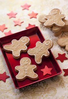 Photo de la recette : Bonshommes en pain d'épices Easy Christmas Cookie Recipes, Xmas Food, Christmas Cupcakes, Christmas Desserts, Christmas Time, Galletas Cookies, Cupcake Cookies, Chip Cookies, Granola Cookies