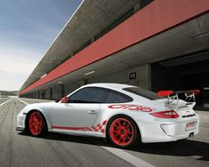 white and red porsche 911 gt3 rs red wheels
