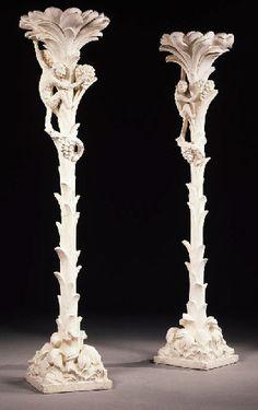 PAIRE DE LAMPADAIRES EN PLATRE  Serge Roche, circa 1940  A motif de palmiers le long desquels grimpent des singes, reposant sur une base de section carrée  Hauteur : 244 cm. (94½ in.)