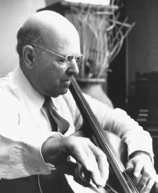 Great cellist Pablo Casals plays the Spanish Dance, which was originally written for piano. This recording was made during 1916 and The twelve Spanish . Cello Concerto, Classical Music Composers, Spanish Dance, Cello Music, Famous Words, Important People, World Photo, World Peace, Types Of Music