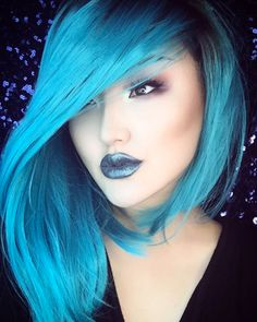 This teal asymmetrical bob is everything.