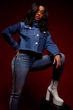 With her breakout hit 'Bodak Yellow' under her belt, rapper Cardi B lands her first major fashion collaboration with Steve Madden. Baddie Outfits For School, Pear Shape Fashion, B Fashion, Fashion Tips, Fashion Black, Fashion Lookbook, Fashion Ideas, Vintage Fashion, Fashion Design