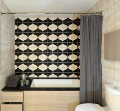 Recreate this black and white backsplash with Tabarka Sultana tile in charcoal and off white. Black And White Backsplash, Black And White Tiles, Black White, Bad Inspiration, Bathroom Inspiration, Bathroom Ideas, Design Bathroom, Wood Bathtub, Bathroom Renovations
