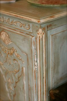 Annie Sloan Chalk Paint: Duck Egg Blue and Old White on some of the carved details. Chalk Paint Furniture, Hand Painted Furniture, Distressed Furniture, Refurbished Furniture, Furniture Projects, Furniture Makeover, Vintage Furniture, Diy Furniture, Dresser Makeovers