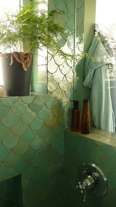 Mermaid tile wall covering in this bathroom reflecting natural light is a gorgeous way to create a sea/ocean inspired area, that doesn't fall into an cliché design. I thought it was a interesting, creative way to build a tile design in a bathroom! Bad Inspiration, Bathroom Inspiration, Small Living Room Decoration, Mermaid Tile, Mermaid Bathroom, Mermaid Scales, Bar Deco, Fresh To Go, Interior Exterior