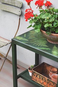 Beautiful botanical look small table with Chalk Paint® by Annie Sloan in Amsterdam Green and English Yellow | Stunning project by Jonathon Marc Mendes of Painted Love