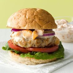Makeover Turkey Burgers with Peach Mayo Recipe -The unique fruit and mayo combination puts this burger over the top. You can also substitute nectarines for the peaches. They're both delicious! Healthy Burger Recipes, Diabetic Recipes, Diabetic Cake, Diabetic Desserts, Healthy Meals, Healthy Food, Easy Homemade Burgers, Turkey Sandwiches, Turkey Burgers