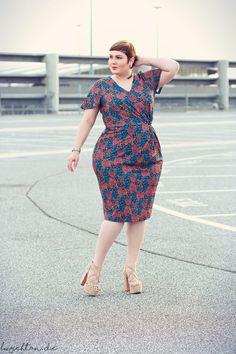 Luciana in Anna Scholz for Sheego printed knot dress - available at Curvissa Queer Fashion, Curvy Fashion, Plus Fashion, Plus Size Dresses, Plus Size Outfits, Nice Dresses, Awesome Dresses, Curvy Plus Size, Plus Size Women