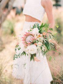 Jodi Miller - 12 idées de bouquets de mariée roses - La mariée aux pieds nus