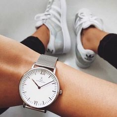 Sleek in silver: this silver watch will wow you with its combination of a classic white dial and chic silver mesh strap. Jewelry Accessories, Fashion Accessories, Jewelry Design, Kapten & Son, Cute Watches, Butterfly Jewelry, Bracelet Watch, Bling, Silver