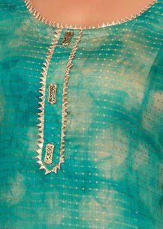 Neck Designs to Try with Plain Kurtis - Indian Fashion Ideas Salwar Suit Neck Designs, Kurta Neck Design, Neck Designs For Suits, Blouse Back Neck Designs, Neckline Designs, Kurta Designs Women, Salwar Designs, Kurti Designs Party Wear, Designs For Dresses
