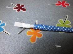 приклеиваем, минимум с 4-х сторон, к основанию нашей палочки полоски из плотной бумаги, для фиксации палочки на плоскоски