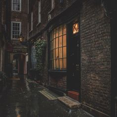 Calming Night Rain on a alley Hours Relaxation and Sleep Book Aesthetic, Aesthetic Vintage, Aesthetic Pictures, Dark Fantasy, My Academia, Different Aesthetics, Slytherin Aesthetic, The Secret History, Dark Places