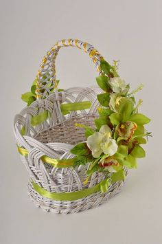 49 Ideas For Fruit Basket Gift Girls Flower Bowl, Flower Girl Basket, Easter Baskets, Gift Baskets, Edible Bouquets, Candy Flowers, Newspaper Basket, Basket Decoration, Easter Wreaths
