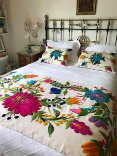 Mexican Bedroom, Designer Bed Sheets, Cushion Embroidery, Floral Bedspread, Mexican Embroidery, Hand Embroidery Designs, Bed Covers, Home Decor Bedroom, Bed Spreads