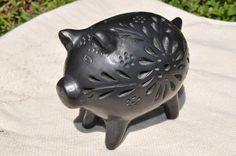 barro-negro-black-clay-piggy-figurine.jpg (1300×863)