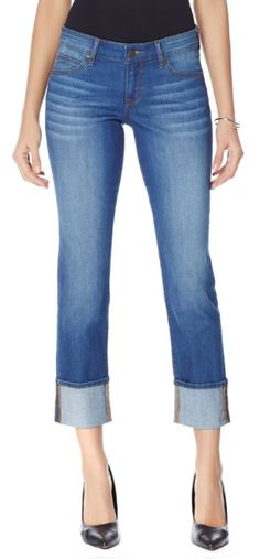 These medium-wash cuffed jeans are absolutely perfect for your fall and winter ensembles! Effotless and always comfortable - these jeans are the perfect base to mix with those chunky knit sweaters, faur fur accents and lace-up booties! How do you like to style your denim for fall and winter? Are you a fan of the cuffed jean trend?