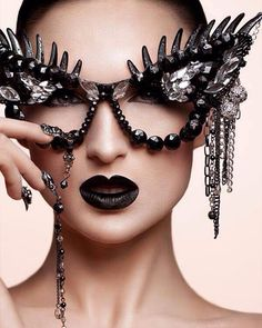 Myspace-Era Embellished Sunglasses Are Back and You're Totally Going to Want a Pair Crazy Sunglasses, Ray Ban Sunglasses, Flower Sunglasses, Black Sunglasses, Sister Sinister, Funky Glasses, Fashion Eye Glasses, Halloween Disfraces, Womens Glasses