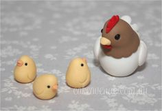 Hen and Chicks, Cake toppers for Farm Themed Birthday (hand made from fondant) Cute Polymer Clay, Polymer Clay Animals, Cute Clay, Polymer Clay Miniatures, Fimo Clay, Polymer Clay Charms, Polymer Clay Projects, Polymer Clay Creations, Clay Crafts