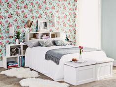 Con estantes, papel pintado... ¡o cojines! Descubre estas cuatro propuestas diferentes para elegir y dar un aire nuevo al dormitorio.