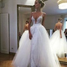 Simple Spaghetti Straps Sweep Train Backless Wedding Dress with Appliques Tulle wedding gowns for summer brides