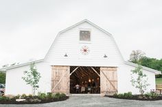 Overlook Barn Wedding Photos: Meghan + Steven // by Wayfaring Wanderer Boone NC Photographer
