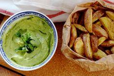 Gezonde frietjes met avocado-koriander dip | De Groene Meisjes