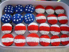 Adorable American flag cupcakes