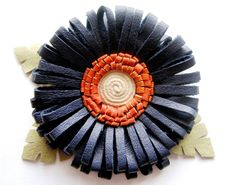 How to make Leather Flower Giant Flowers, Diy Flowers, Fabric Flowers, Brooches Handmade, Handmade Flowers, Leather Accessories, Leather Jewelry, Diy Leather Flowers, How To Make Leather