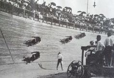 1912 St Louis motordrome, a quarter mile 62 deg track Flat Track Motorcycle, Flat Track Racing, Motorcycle Posters, Sports Car Racing, Motorcycle Style, Drag Racing, Vintage Cycles, Vintage Bikes, Vintage Motorcycles