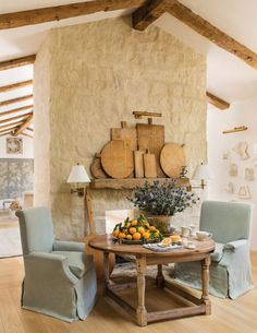 Vintage Home : 48 Pretty and Popular French Country Farmhouse Decor - DecoRecord French Country Farmhouse, Modern Farmhouse Decor, Farmhouse Design, Vintage Farmhouse, Tuscan Decorating, French Country Decorating, Decorating Ideas, Decor Ideas, Design Toscano