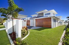 Coastal beachfront property is at a premium in this Queensland, Australia hotspot, but this house design on this densely populated sandy strip feels like Modern House Design, Modern Interior Design, House Front, My House, Beachfront Property, Minimalist Home, Future House, New Homes, Beach Houses