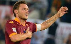 """La Roma sogna ancora grazie a Totti, l'immortale 40 anni e non sentirli!  Appena era arrivato Spalletti a metà della scorsa stagione sembrava che qualcuno volesse farlo apparire come un """"vecchietto"""" da rottamare, ed anch'io non nego che, nonostan #totti #roma"""