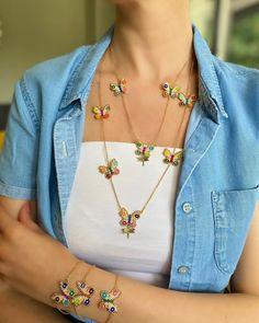 Crochet Beaded Bracelets, Beaded Jewelry Patterns, Bead Crochet, Beaded Necklace, Beading Patterns, Seed Bead Jewelry, Bead Jewellery, Antique Jewellery Designs, Cute Charms