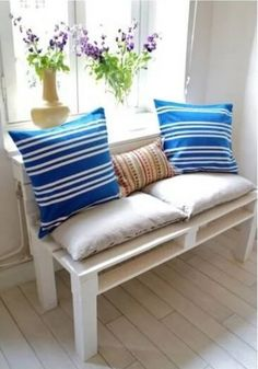 Transform free pallets into creative DIY furniture, home decor, planters and more! There are over 150 easy pallet ideas here to give your home and garden a personal touch. There are both indoor and outdoor DIY pallet projects to choose from. Diy Sofa, Diy Pallet Sofa, Wooden Pallet Projects, Diy Pallet Furniture, Home Furniture, Diy Projects, Pallet Headboards, Pallet Benches, Pallet Tables