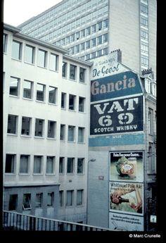 La teinture De Geest + GANCIA + VAT 69 Scotch Whisky (Rue de l'hôpital a Bruxelles -Belgique)