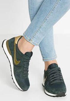 Nike Sportswear - INTERNATIONALIST - Sneaker low - seaweed/olive flak