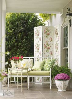 Pink Wallpaper - Classic and Contemporary Looks for Your Space – Page 3 Watercolor Wallpaper, Wall Wallpaper, Pink Wallpaper Classic, Estilo Cottage, Stripped Wallpaper, Wall Appliques, Decorative Screens, Trellis Design, Burke Decor