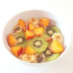 Bom dia com estas papas de aveia com fruta para o pequeno-almoço! Um excelente fim de semana para vocês