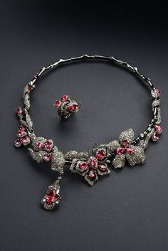 Yung-Jung Lin No. European Fashion, European Style, Jewelry Art, Fashion Jewelry, Rare Gems, Beautiful Bollywood Actress, Designer Collection, Bracelets, Necklaces