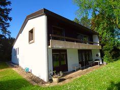 Zeitloses Architektenhaus in begehrter Lage Garage Doors, Shed, Outdoor Structures, Outdoor Decor, Home Decor, Condominium, Real Estate Agents, House, Decoration Home