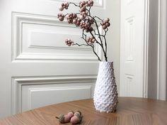 Wunderschöne und moderne Vase - 3d gedruckt - erhältlich in 10 verschiedenen Farben - 4 Größen erhältlich - perfekt für Ihr Wohnzimmer Vase, 3d Printing, Modern Design, Graphic Design, Printed, Home Decor, Craft Gifts, Printing, Living Room