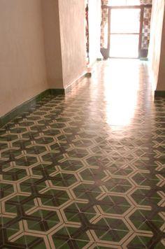 Popham hex arrow tile