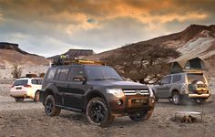 This long full-size Slimline II cargo carrying roof rack kit for the Mitsubishi Pajero LWB contains Slimline II Tray and Wind Deflector, as well as 6 Gutter Mount legs for mounting the Tray to the vehicle. It installs easily with no drilling required. Mitsubishi Shogun, Mitsubishi Pajero Sport, Top Tents, Roof Top Tent, Offroad, Pajero Off Road, Pajero Full, Outlander 2017, Montero Sport