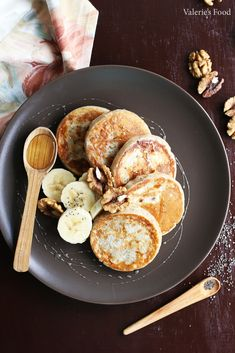 oladi with banana and walnuts Baby Food Recipes, Cooking Recipes, Vegetarian Recipes, Healthy Recipes, Eat Smart, Raw Vegan, Food Inspiration, Clean Eating, Food And Drink